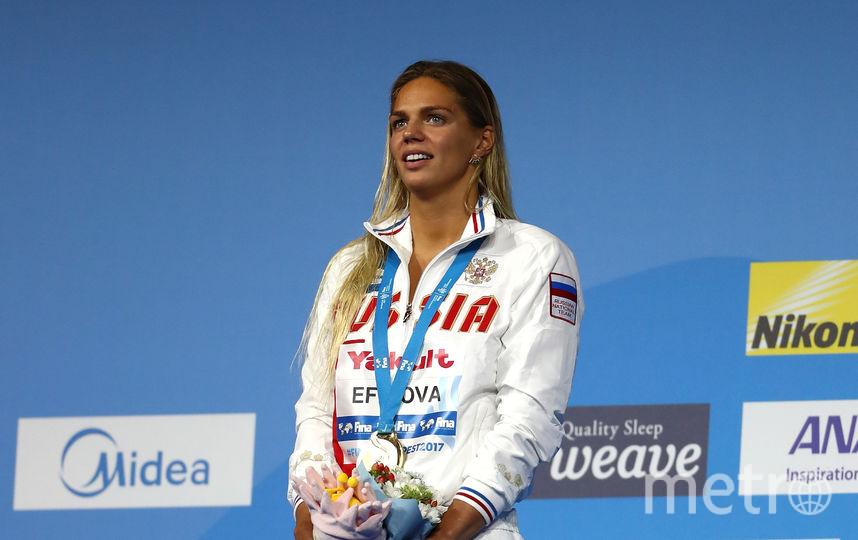Ефимова на пьедестале почёта чемпионата мира. Фото Getty