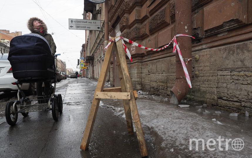 """Автомобили страдают от сосулек и ледяных глыб. Фото Святослав Акимов, """"Metro"""""""
