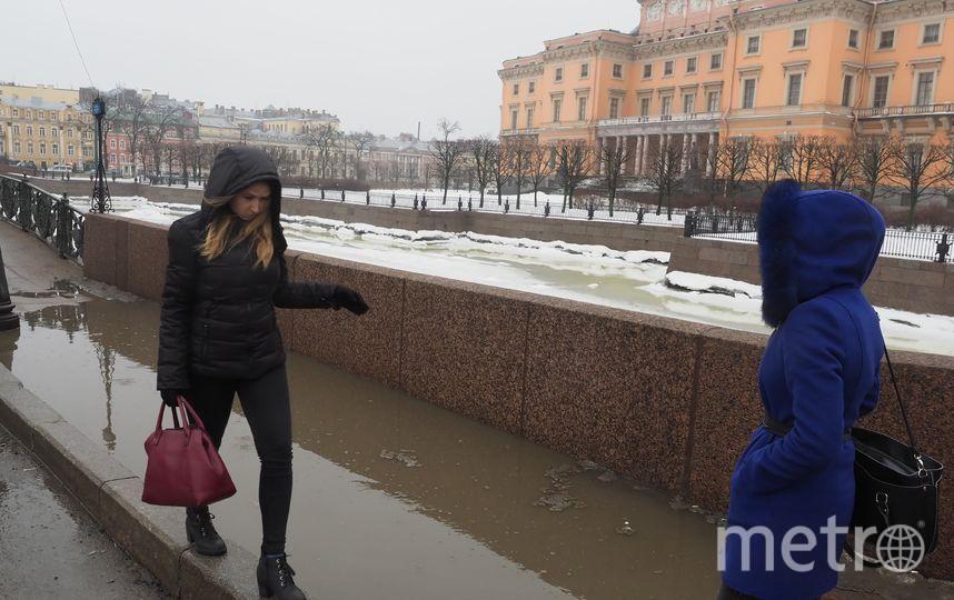 """В Петербурге улицы затопило талой водой. Фото Святослав Акимов., """"Metro"""""""