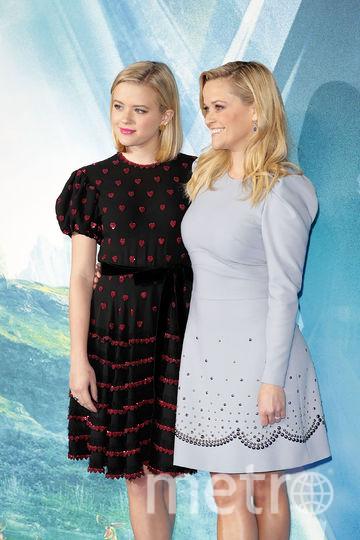 """Риз Уизерспун с дочерью на премьере фильма """"Излом времени"""". Фото Getty"""
