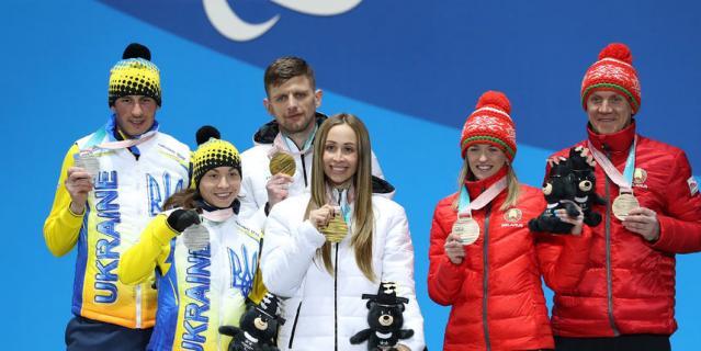Михалина Лысова (в центре).