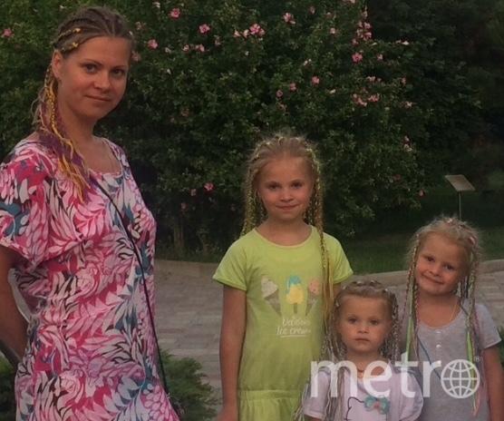 Огнева Елизавета (мама) и Огневы Анастасия (старшая), Алиса и Анна (младшая). Фото Елизавета