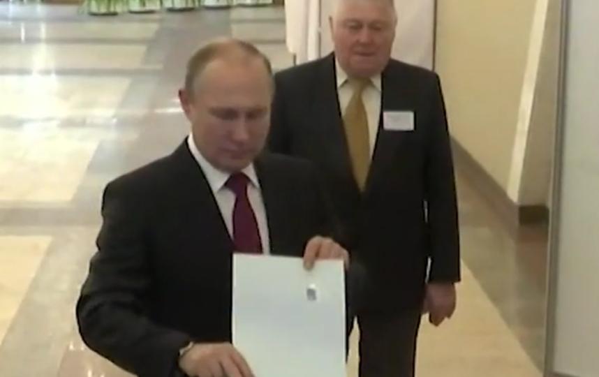 Владимир Путин проголосовал на вбыорах - 2018. Фото Скриншо видео Twitter