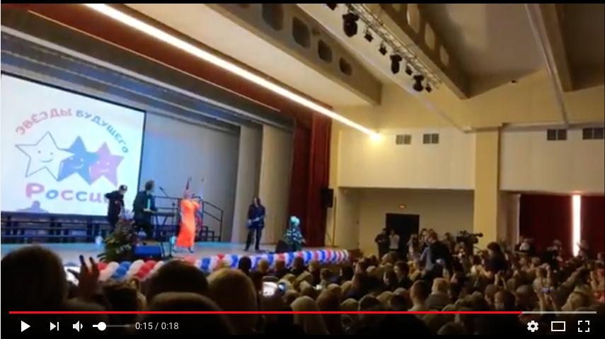 В Кудрово на избирательном участке спела Татьяна Буланова.