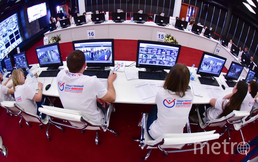 Наблюдение за ходом выборов. Фото Василий Кузьмичёнок