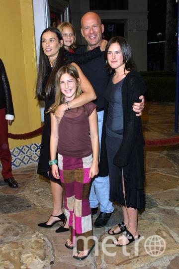 Брюс Уиллис с Деми Мур и дочерьми. Фото Getty