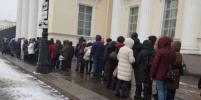 В честь 120-летия Русского музея люди стоят в очереди