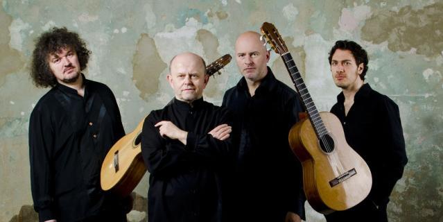 Павел Штайдл (второй справа).