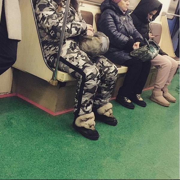 """""""Ну как же в метро без камуфляжного костюма и ботинок-лисичек""""? Фото Скриншот instagram.com/kurbanovalaberdy/"""