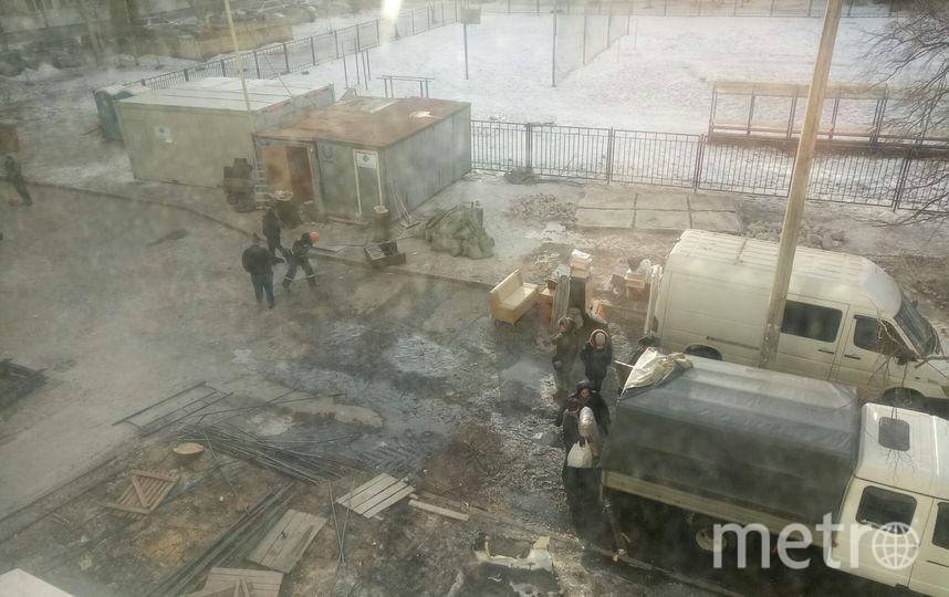 Фото из дома на Народного Ополчения. Люди переезжают. Фото предоставлено жильцами дома № 219