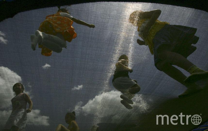 В Петербурге подросток сломал позвоночник, упав с батута. Фото Getty