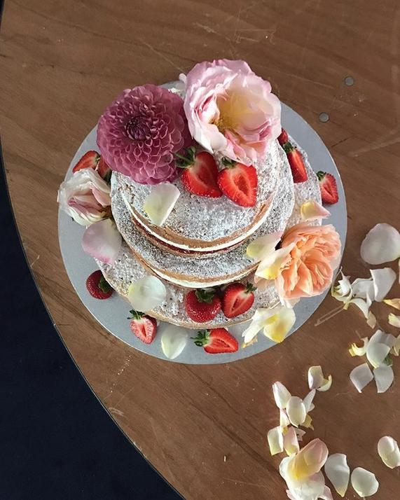 Свои работы Клэр показывает в Instagram. Фото Скриншот Instagram: @violetcakeslondon
