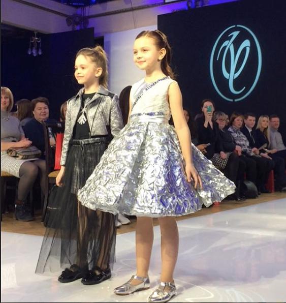 Детский показ мод в рамках Недели Моды в Гостином дворе в Москве. Фото https://www.instagram.com/jasmin/