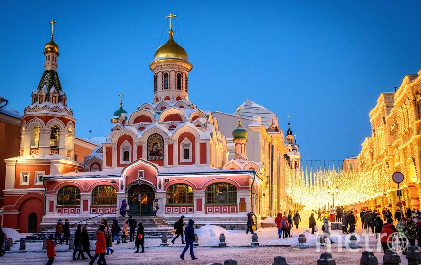 Без снега Москва пока не останется. Фото AFP