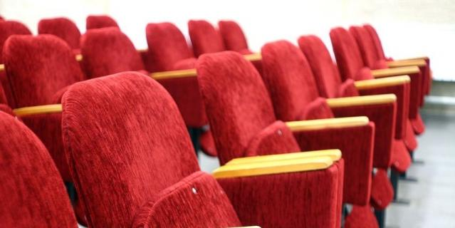 Британец купил VIP-билет в кино, застрял под креслом и умер
