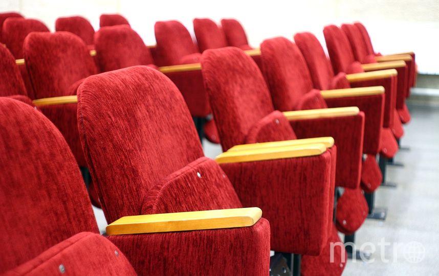 Британец, купивший VIP-билет в кино, застрял под креслом и умер. Фото Pixabay.com