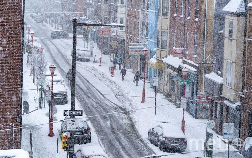 Снежный шторм обрушился на Атлантическое побережье США.