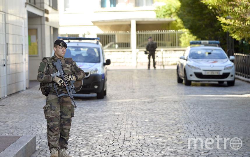 Наюге Франции погибли три заложника, захваченные террористом