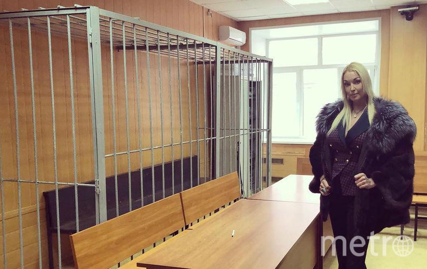 Волочкова в здании суда. Фото instagram.com/volochkova_art