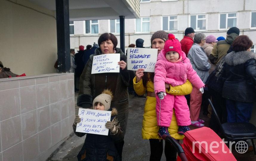 Митинг жителей Волоколамска возле местной больницы. Фото AFP