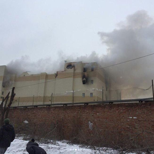 Площадь возгорания достигла полутора тысяч квадратных метров. Фото Instagram @mreporter_kemerovo