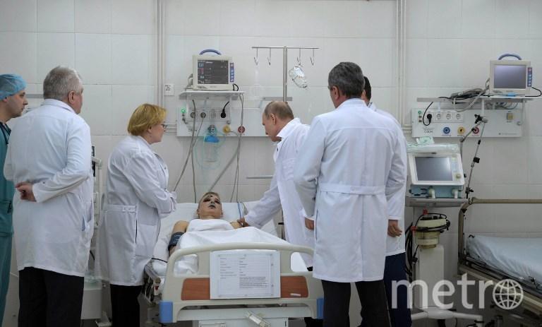 Путин навестил в больнице пострадавших во время пожара в Кемерово. Фото AFP