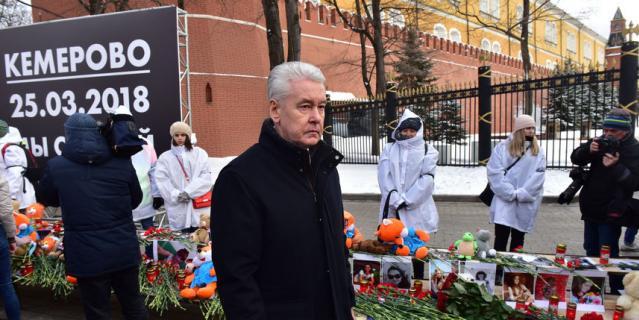 К мемориалу возложил букет алых гвоздик мэр Москвы Сергей Собянин.