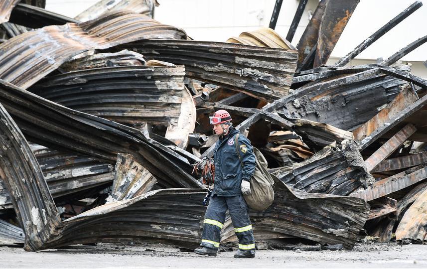 Растерянность ипаника. размещена переписка служащих ТЦвовремя пожара