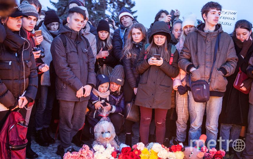 """Акция памяти жертв при пожаре в Кемерово, Санкт-Петербург. Фото Святослав Акимов, """"Metro"""""""