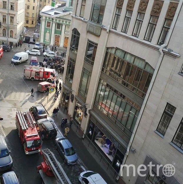 Спасатели ликвидировали пожар в ДЛТ: Фото. Фото ДТП и ЧП | Санкт-Петербург | Питер Онлайн | СПб
