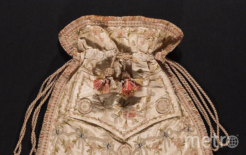 Ридикюль мужского жилета,расшитый шёлком, около 1800 года,Франция, Музей Технологического института моды, подарок Томаса Охслера. Фото INSTAGRAM Музея Технологического института моды