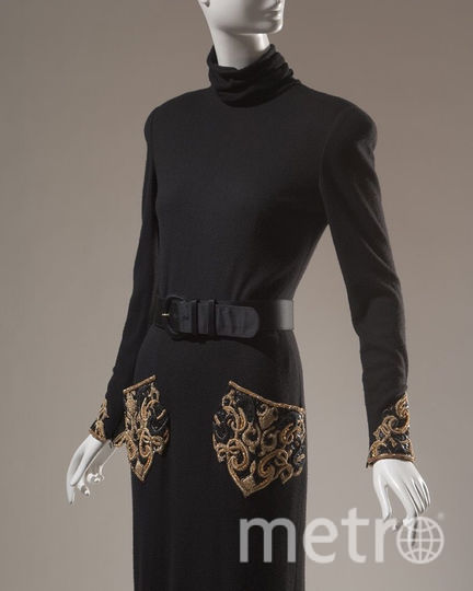 Bill Blass, вечернее платье-свитер с поясом, кашемир и атлас, осень 1986го, США, Музей Технологического института моды, подарок Миссис Саванны Кларк. Фото INSTAGRAM Музея Технологического института моды