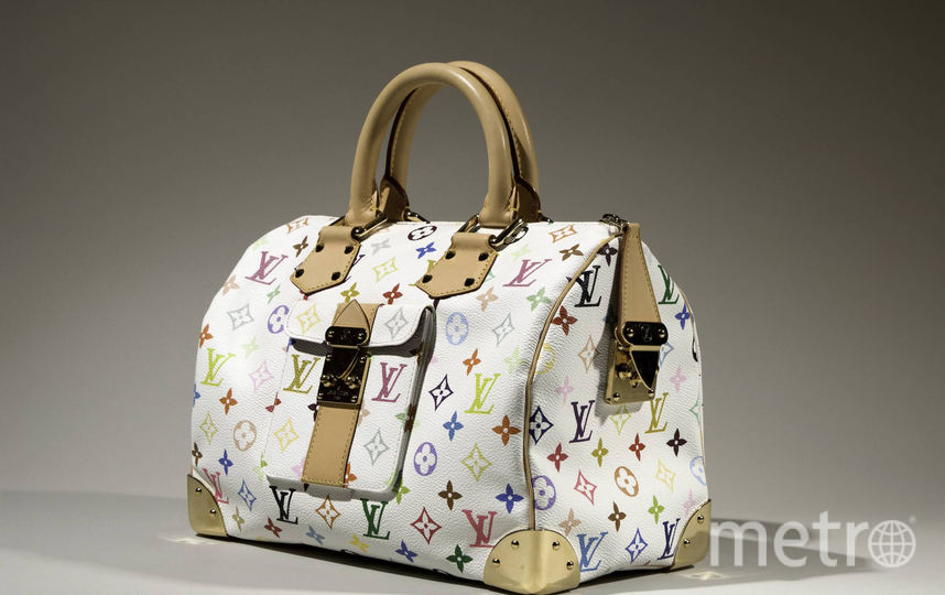 Такаси Мураками для Louis Vuitton, сумка Speedy с разноцветными монограммами бренда, 2003 год, Франция. Фото INSTAGRAM Музея Технологического института моды