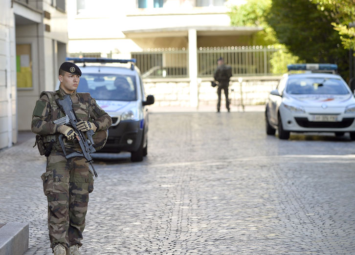 Во Франции женщина заявила, что не видит ничего плохого в смерти мясника во время теракта в городе Треб. Фото Getty