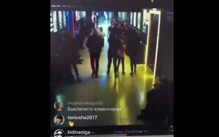 В Сети появилось видео, как в первые минуты люди понимают, что начался пожар и начинают бежать из кинозалов. Фото Скриншот видео - соцсети.