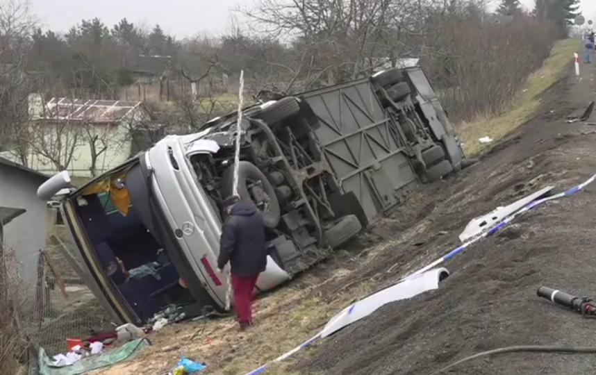 Автобус с российскими туристами перевернулся в Польше, 11 человек пострадали. Фото Скриншот видео facebook.com
