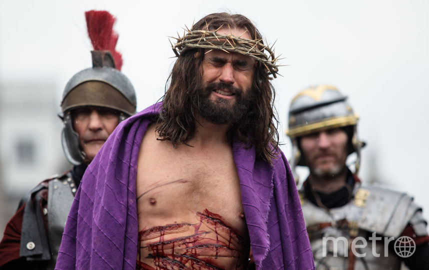 В Англии актеры на Трафальгарской площади в Страстную Пятницу устроили спектакль-реконструкцию по библейским мотивам. Фото Getty
