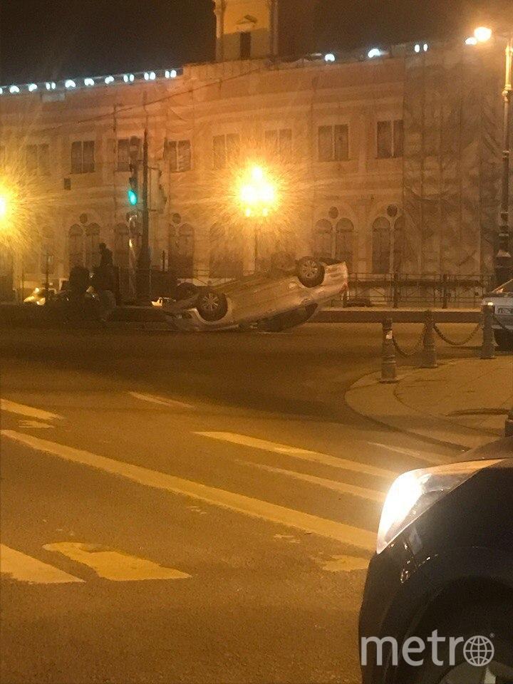 Фото с места ДТП на площади Восстания в Петербурге. Фото vk.com