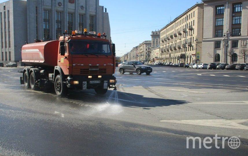 В Петербурге начали мыть улицы. Фото http://gov.spb.ru/