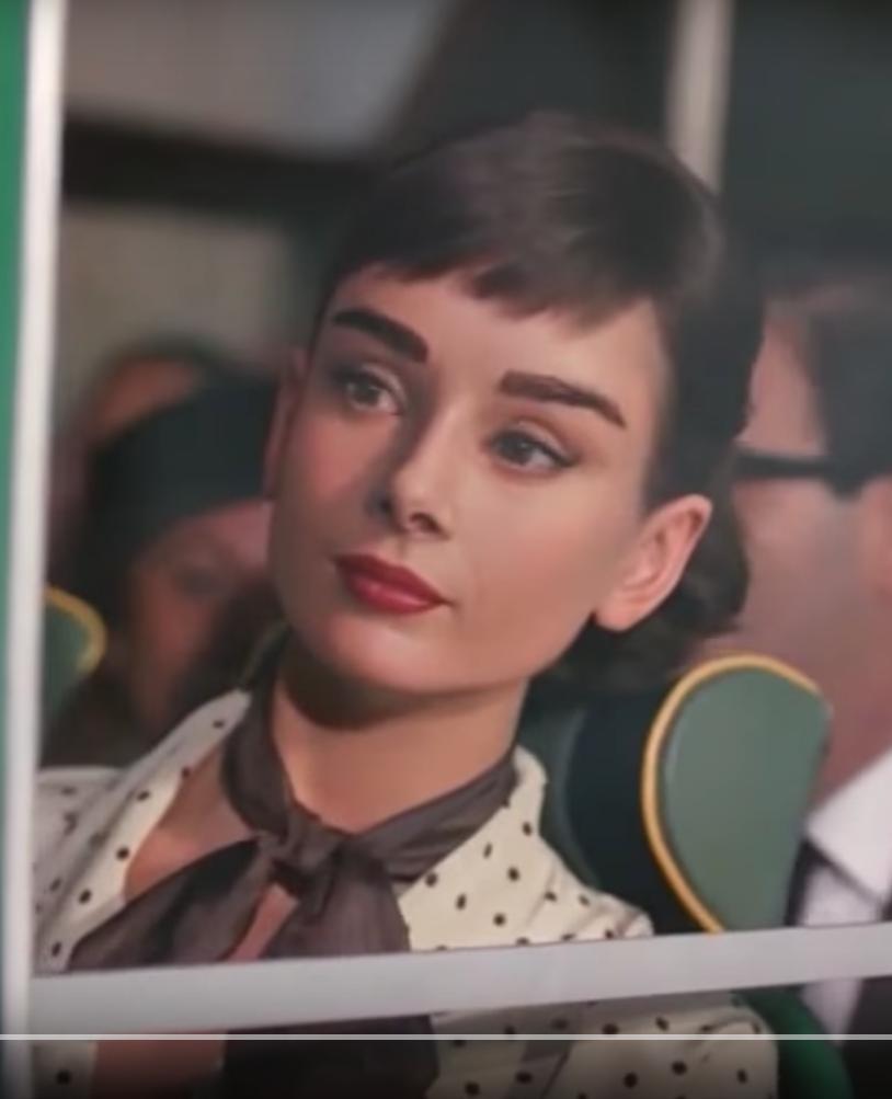 Новейшие технологии использовали уже для «оживления» Одри Хепбёрн в рекламе шоколада. Для создания 60-секундного ролика потребовался год работы. Добро на использование образа дали сыновья Одри. Фото Скриншот Youtube