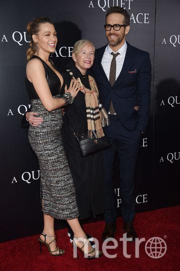 """На премьере """"Тихого места"""". Блейк Лайвли и Райан Рейнольдс с мамой. Фото Getty"""