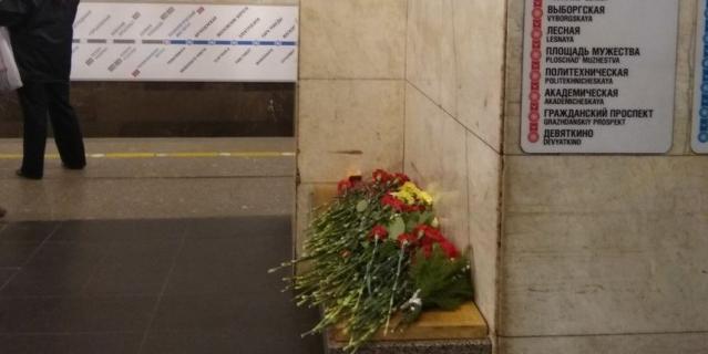 На платформе вот так вспоминают трагедию.