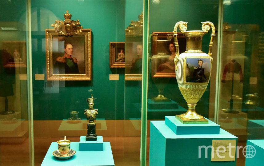 На выставке представлены личные вещи императора: мундиры, портреты монарха и даже гусиное перо, расписавшись которым он упразднил крепостное право. Фото Василий Кузьмичёнок