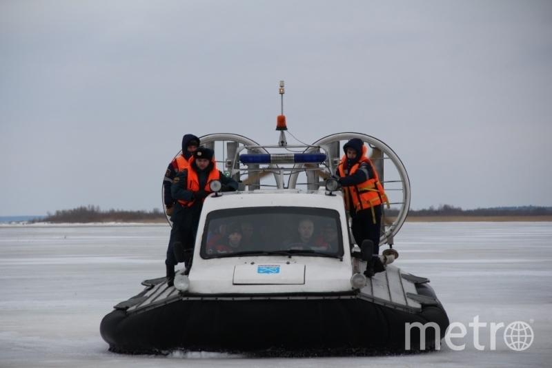 Так взрывают лед на реках в Ленобласти. Фото МЧС Ленобласти.