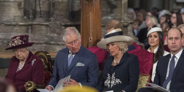 Елизавета II, принц Чарльз, Камилла Паркер-Боулз, Меган Маркл и принц Уильям в Вестминстерском аббатстве.