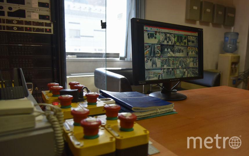 Камеры виделнаблюдения и тревожные кнопки. Фото Антон Великжанин.