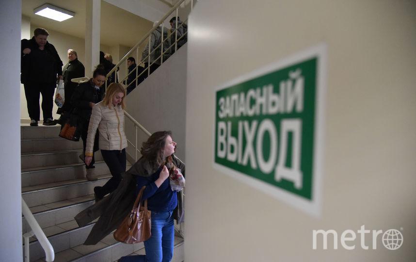 Эвакуация людей. Фото Антон Великжанин.
