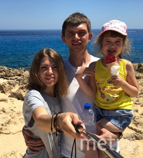 Евгения с мужем и дочкой. Фото предоставила Евгения Захарова