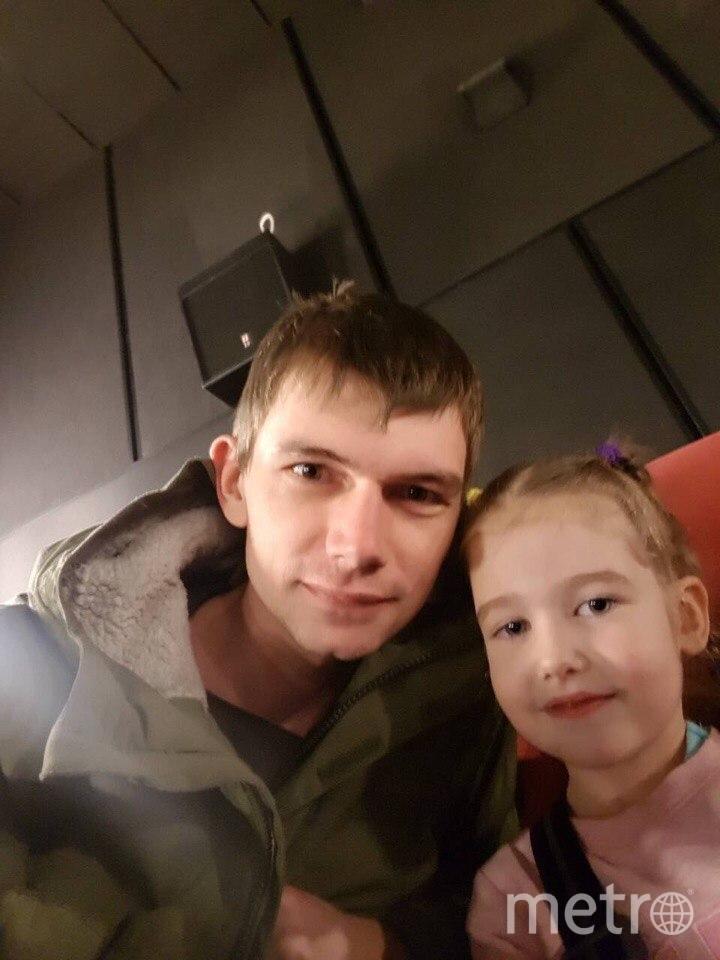 Стас послал жене эту фотографию с дочкой в день трагедии из того самого зала. Фото предоставила Евгения Захарова