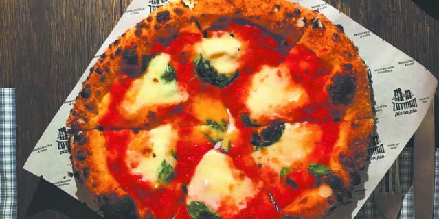 "Пицца ""Маргарита Буффало"" в Zotman Pizza Pie."